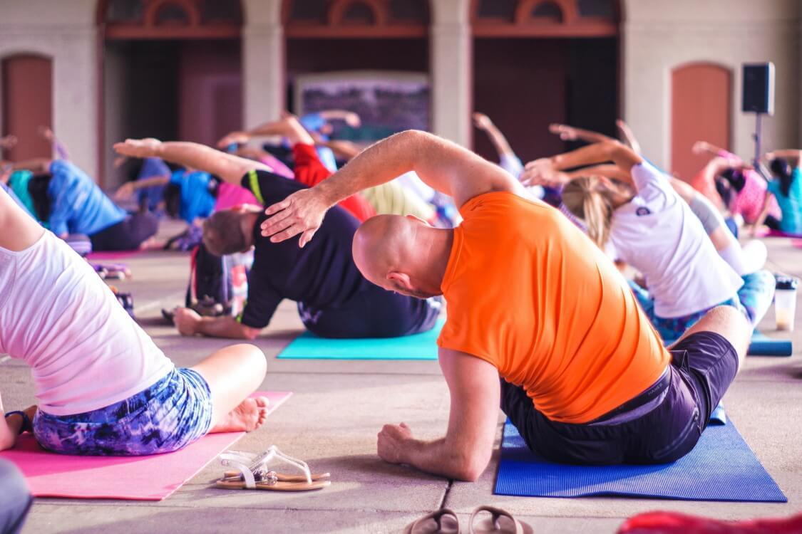 Zacznij trenować jogę – poradnik dla początkujących